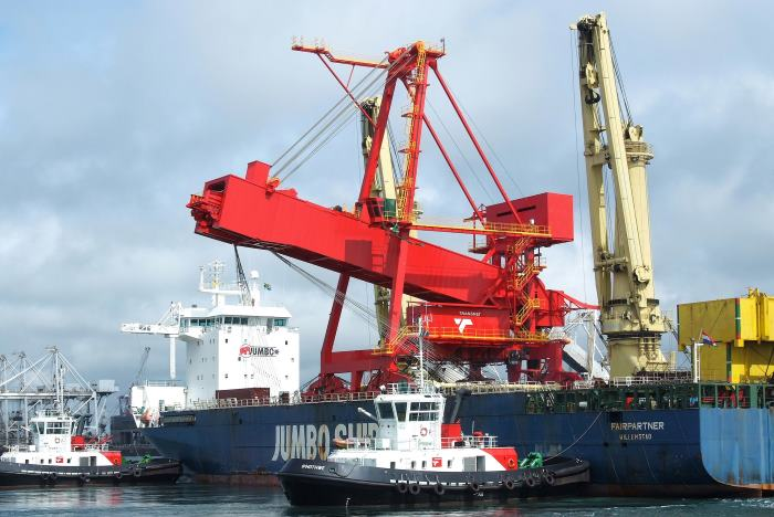 shiploader being unloaded at Port of Richards Bay, 2013, appearing in Africa PORTS & SHIPS maritime news