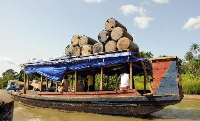 Not all river transport along the Niger is sophisticated, appearing in Africa PORTS & SHIPS maritime shipping news