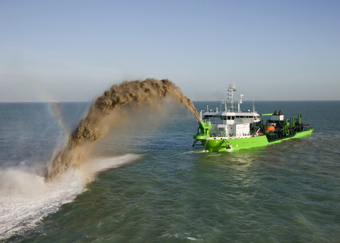 A trailing suction dredger not unlike the Ilembe showing how 'rainbowing' works Transnet National Ports Authority (TNPA) is aware of a video circulating on social media which – according to those recording the clip – shows a ship spouting out oil close to the shores of Durban's beachfront, Fake News says TNPA. Appearing in Africa PORTS & SHIPS maritime news