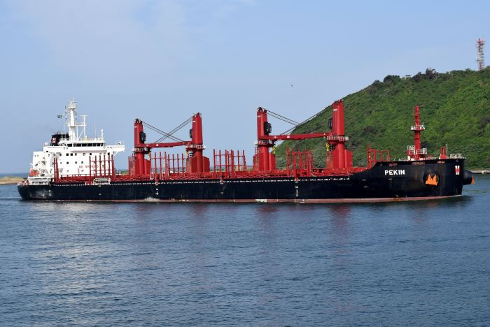 Pekin arriving in Durban. Pictures: Trevor Jones, asppearing in Africa PORTS & SHIPS maritime news