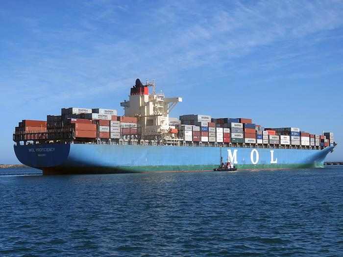 MOL Proficiency departing Cape Town, December 2017. Picture: Ian Shiffman, featured in Africa PORTS & SHIPS maritime news