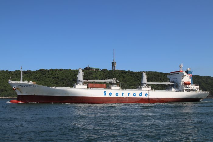 Discovery Bay departs Durban, by Keith Betts, featured in Africa PORTS & SHIPS maritime news