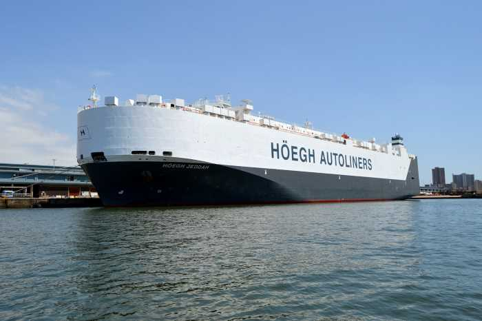 Höegh Jeddah at the Durban car terminal. Picture: Ken Malcolm, featured in Africa PORTS & SHIPS maritime news