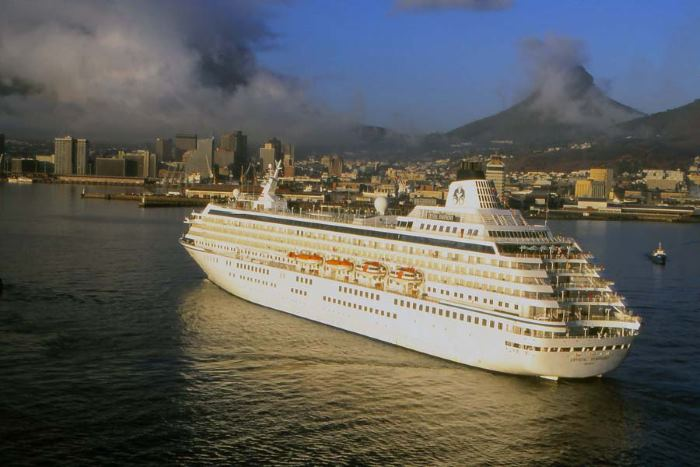 Crystal Symphony in Cape Town, by Ian Shiffman, featured in Africa PORTS & SHIPS maritime news