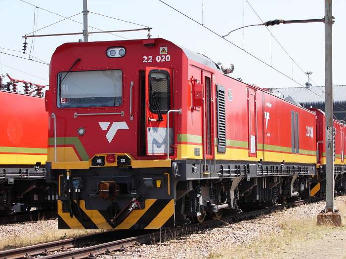 Class 22E electric locomotives of the type transferred from Richards Bay to Rustenburg to assist with the transfer of chrome ore to the port. Picture: Col Andre Kritzinger/Wikipedia Commons, featured in Africa PORTS & SHIPS maritime news