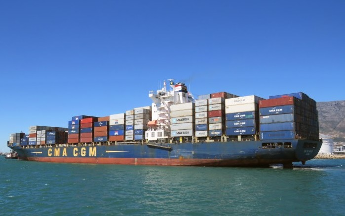 CMA CGM Jamaica at Cape Town, by Ian Shiffman, featuring in Africa PORTS & SHIPS maritime news