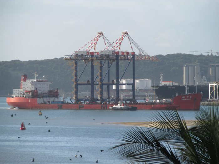 Zhen Hua arriving in Durban with two STS cranes ex Ngqura port. Picture by Gerald Maddams, featured in Africa PORTS & SHIPS maritime news