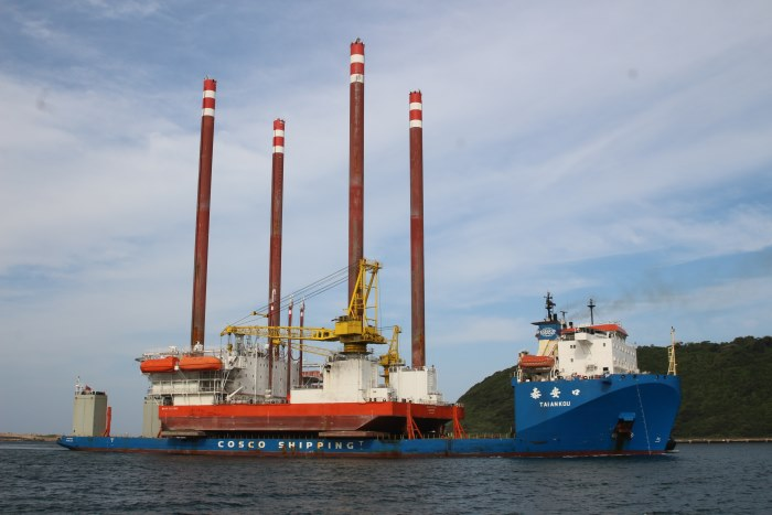 Tai An Kou + Milaha Explorer. Pictures: Keith Betts, appearing in Africa PORTS & SHIPS maritime news