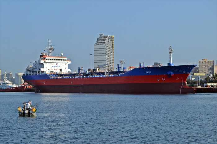 Unicorn Tanker BERG in Durban harbour, pril 2018, pictute by Ken Malcolm, appearing in Africa PORTS & SHIPS maritime news