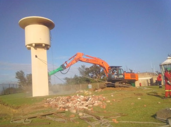 The Richards Bay lighthouse about to be demolished, from a story appearing in Africa PORTS & SHIPS maritime news