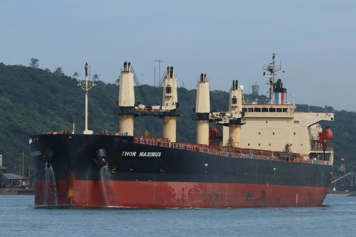 Bulker HOR MAXIMUS sailing from Durban, April 2018 by Keith Betts