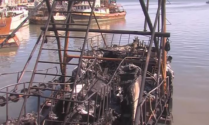 burned-out fishing vessel at Portof Beira, featured in news report in Africa PORTS & SHIPS maritime news