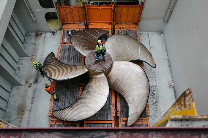 A 9.2 metre ship's propeller as cargo. Picture: Hapag-Lloyd© as appearing in Africa PORTS & SHIPS maritime news