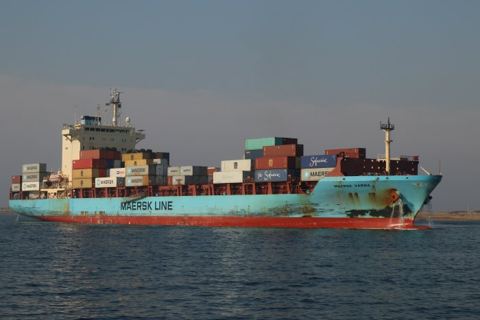Maersk Varna at Durban, featureed in Africa APORTS & SHIPS maritime news. Pictures: Keith Betts