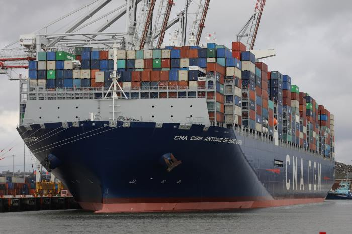 CMA CGM Antoine de Saint Exupery working cargo at Southampton. Picture: Wikipedia, appearing in Africa PORTS & SHIPS maritime news