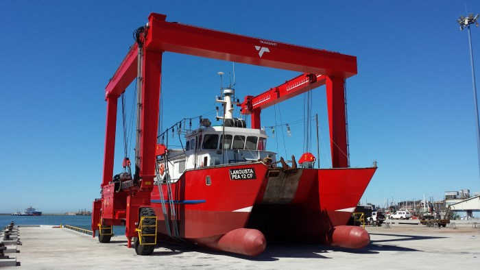 The boat hoist brings a vessel ashore in Port Elizabeth, featured in Africa PORTS & SHIPS maritime news. Picture: TNPA