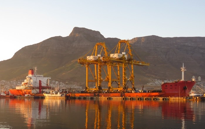Zhen Hua 13 in Cape Town, appearing in Africa PORTS & SHIPS maritime news. Picture: Ian Shiffman