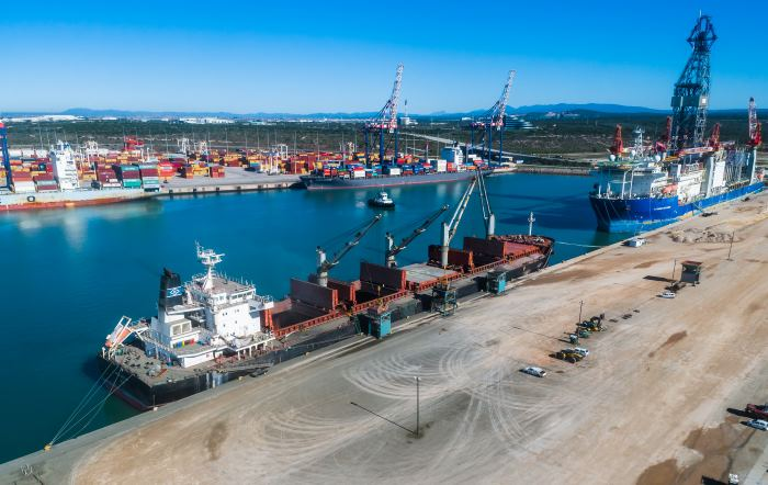 Genco Brittany at Ngqura, discharging cement. Picture: LBH, featured in Africa PORTS & SHIPS maritime news