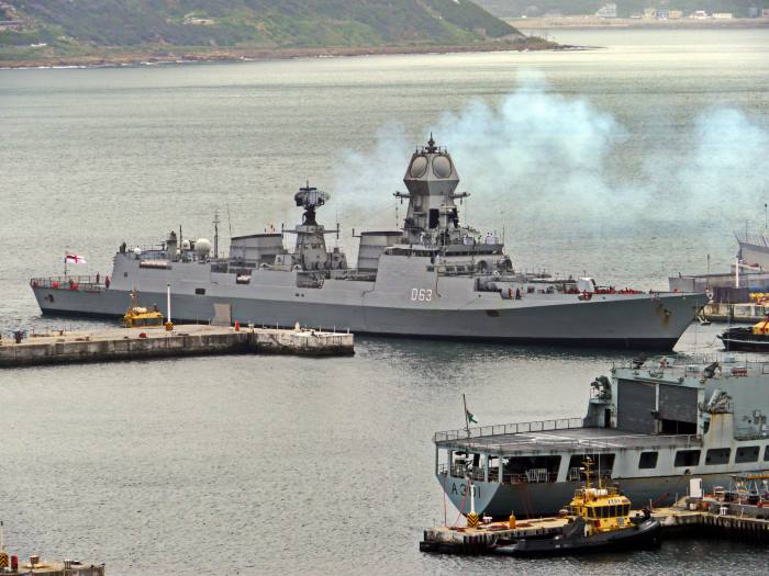 P1290385b: INS Kolkata (D63) entering the Naval Harbour, featured in Africa PORTS & SHIPS maritime news, picture by David Erickson
