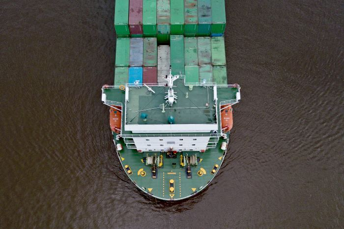 Vesconite is sued to replace steern tube bearing on container ship Marine Rickmers, reported in Afriac PORTS & SHIPS maritime news