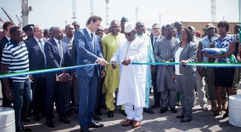 Sierra Leone's President Julius Maada Bio cutting the ribbon to officially open the new section of the Freetown container terminal. feastured in Africa PORTS & SHIPS maritime news