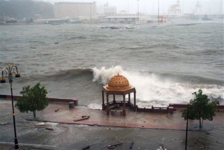 Cyclone Gonu, June 2007 on the coast of Oman, featured in Africa PORTS & SHIPS maritime news