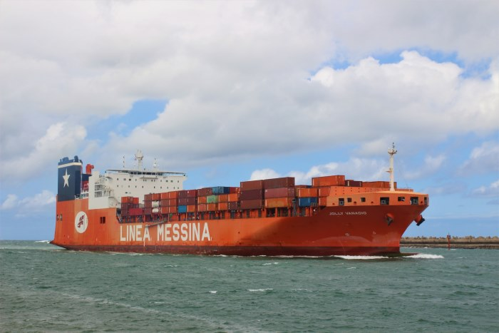 Jolly Vanadio at Durban by Keith Betts, featured in Africa PORTS & SHIPS