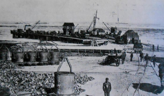 Port Nolloth jetty and loading of copper ore, circa 1890s. Pictire Moffatt Collection: National Library of South Africa