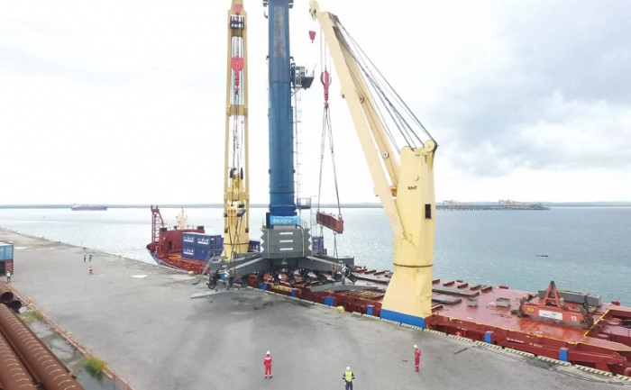 Mobile crane being discharged at Nacala. Picture: CDN, featured in Africa PORTS & SHIPS