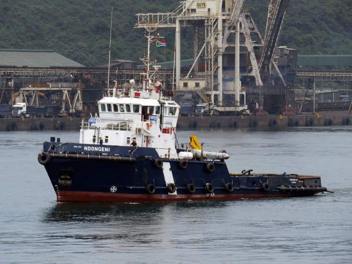 Subtech's Durban-based tug Ndongeni which recovered the loose 500 metre long pipe. Picture: Ken Malcolm, featured in Africa PORTS & SHIPS maritime news online