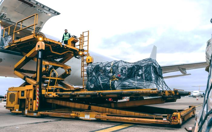 Loading relief goods for Mozambique, featured in Africa PORTS & SHIPS maritime news