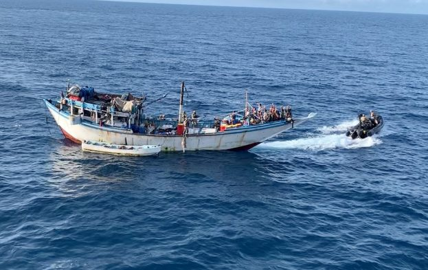 EU NAVFOR naval forces recapturing dhow from pirates, featured in Africa PORTS & SHIPS maritime news online