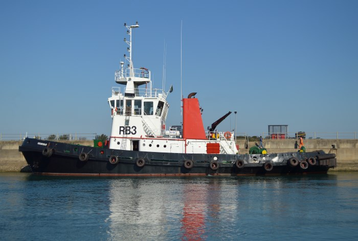 Richards Bay tug UZAVOLO. Picture by Trevor Jones, appearing in Africa PORTS & SHIPS maritime news