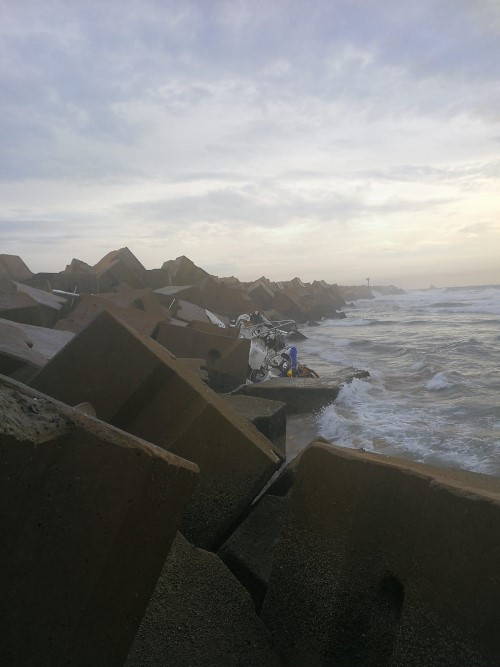 Yacht wrecked on Durban South Breakwater. Picture: NSRI Durban Station 5, featured in Africa PORTS & SHIPS maritime news