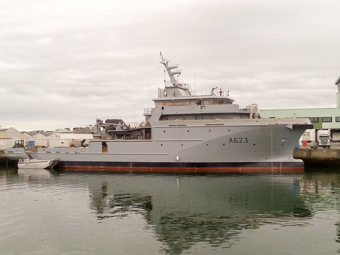 Another view from the side showing the B2M patrol ship Le Champlain. Picture: Wikipedia Commons as featured in Africa PORTS & SHIPS maritime news online