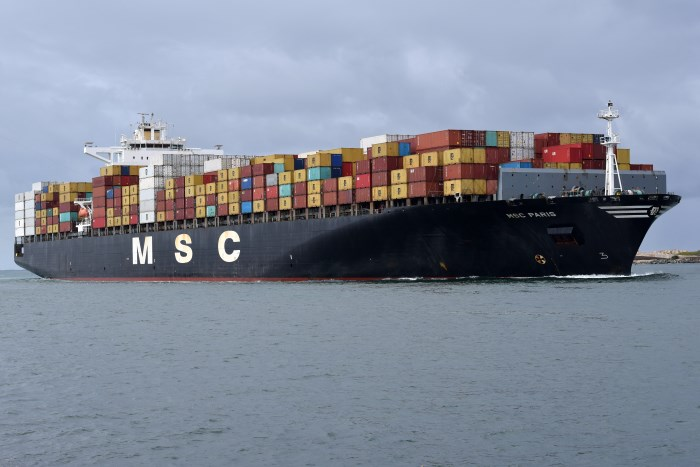 MSC Paris arriving in Durban. Picture by Trevor Jones, featured in Africa PORTS & SHIPS maritime news online