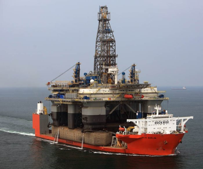Blue Marlin with an oil rig on boiard as deck cargo, featured in Africa PORTS & SHIPS maritime news online. Picture courtesy: Shipspotting