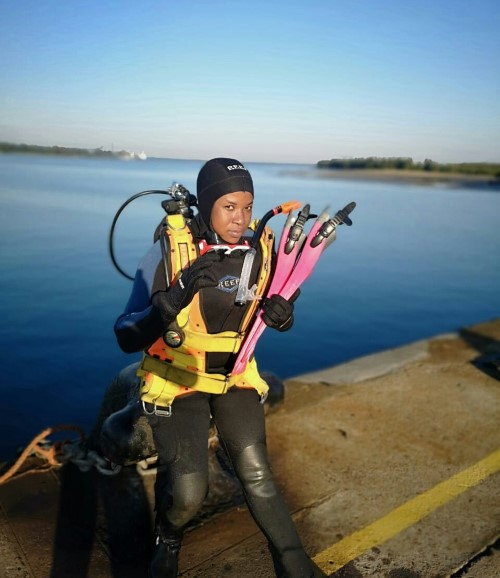 Makhosazana Sengo is currently the only female diver within the Transnet National Ports Authority system and serves the Port of Richards Bay as an Acting Civil Diver, featured in Africa PORTS & SHIPS maritime news