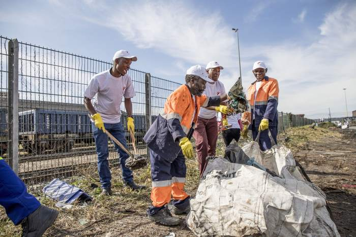 TNPA Port of Durban employees were among a 130-strong team of volunteer stakeholders who tackled pollution in the Maydon Wharf precinct on Friday 7 June to mark World Environment Day, featured in Africa PORTS & SHIPS maritime news