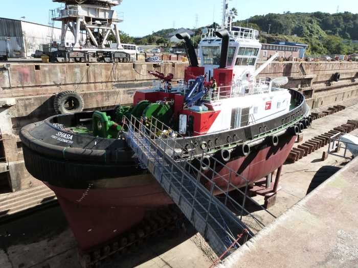 Tug SHASA getting a facelift in the Princess Elizabeth Graving Dock in the Port of East London. Picture: TNPA, featured in Africa PORTS & SHIPS maritime news