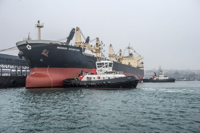 Windsor Adventure being brought alongside berth 1 at Port Elizabeth this week, the first time the ship which is registered in the port on the South African Registry, has called at PE. Picture is courtesy TNPA and featured in Africa PORTS & SHIPS maritime news