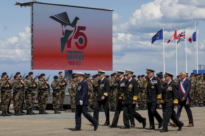 on 6 June Chief of (US) Naval Operations (CNO) Admiral John Richardson attended the French Commando Ceremony at Colleville-Montgomery, Normandy, led by heads of navy from France, the UK, Norway, Australia, Canada, and the US. During week commencing 2 June Richardson travelled to Normandy and London to participate in the 75th anniversary of the D-Day landings and the HM the Queen's Birthday Parade. US Navy photo by Chief Mass Communication Specialist Nick Brown/Released. USN ©. Featured in Africa PORTS & SHIPS maritime news