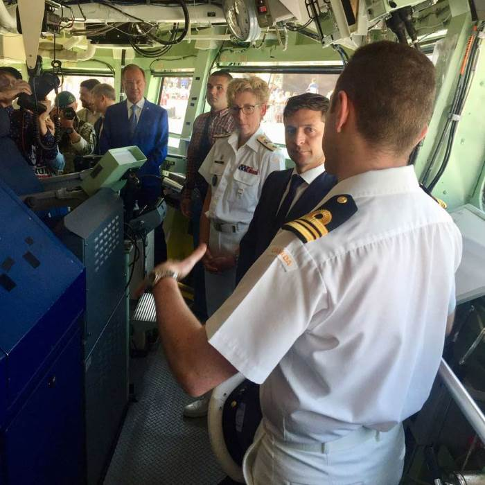 President Volodymyr Zelenskyy on the bridge of SNMG2 flagship HMCS Toronto with Commodore Josée Kurtz, receiving a briefing on NATO and Canada's contribution to Mediterranean/Black Sea maritime security. Picture: @WaschukCanUA / NATO ©, reported in Africa PORTS & SHIPS maritime news