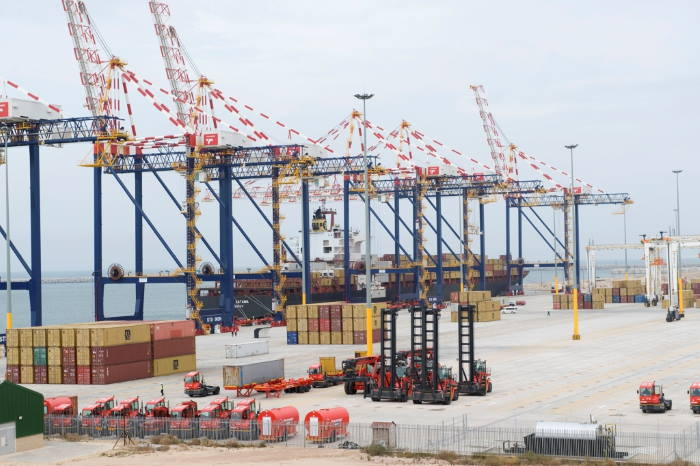 Not much stock in the terminal in those first days! Featured in Africa PORTS & SHIPS maritime news