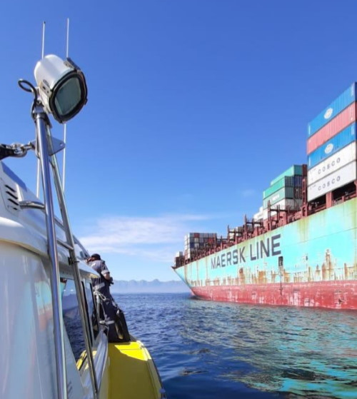 Table Bay NSRI medical patient evacuation at sea, featured in Africa PORTS & SHIPS mariitme news