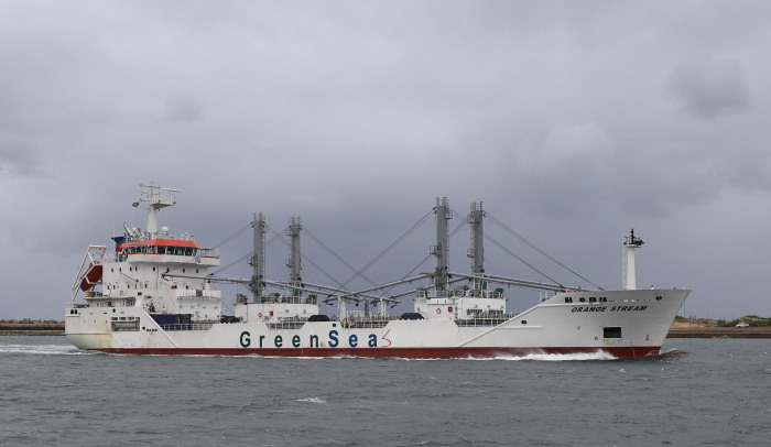 Orange Stream arriving at Durban.  Pictures: Keith Betts, featured in Africa PORTS & SHIPS maritime news