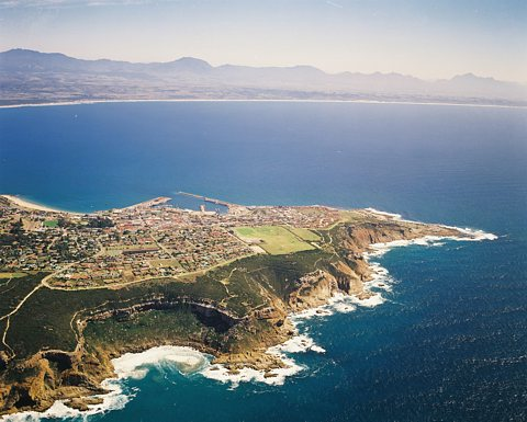 Port of Mossel Bay, with Dias Beach in the foreground, featured in Africa PORTS & SHIPS maritime news