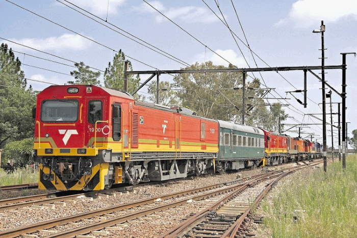 Class 19E locomotiove and train. Picture: Andre Kritzinger, featured in Africa PORTS & SHIPS
