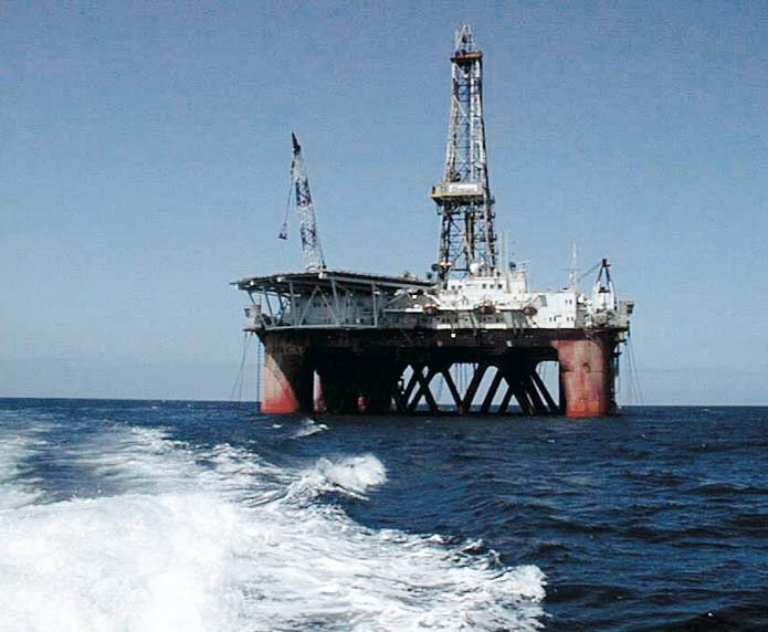 Oil rig photographed off the KZN coast,featured in Africa PORTS & SHIPS maritime news