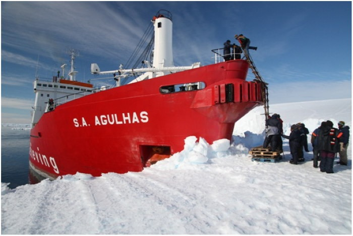 SA Agulhas departing Cape Town on her 2018 training voyage to the ice, featured in Africa PORTS & SHIPS maritime news